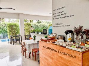 A restaurant or other place to eat at Lemonade Phuket Hotel -SHA Plus