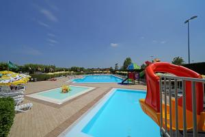 Het zwembad bij of vlak bij Residence Villaggio Tiglio