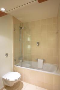 A bathroom at Mercure Orléans Centre Bords de Loire