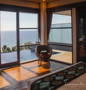 Area tempat duduk di Lima Satu Resort