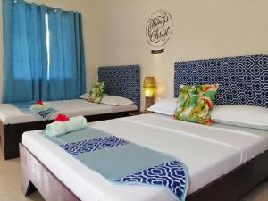 A bed or beds in a room at Happy's Homestay