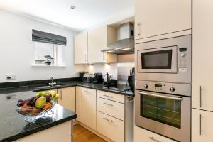 A kitchen or kitchenette at 5* Accredited; City Centre Location