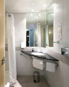 A bathroom at Holiday Inn Express Marseille Saint Charles, an IHG Hotel