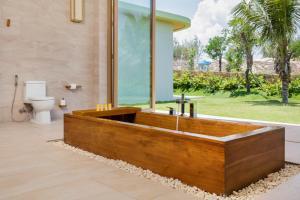 A bathroom at FLC Luxury Resort Quy Nhon