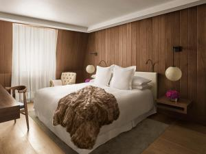 A bed or beds in a room at The London EDITION
