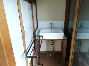 A bathroom at Yuzan Guesthouse