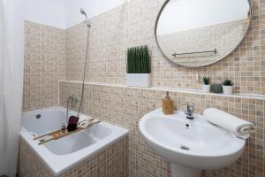 A bathroom at Vagabond Downtown