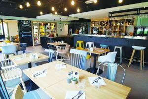 Restaurant ou autre lieu de restauration dans l'établissement Campanile Hotel Senlis
