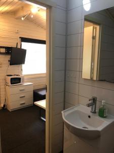 A bathroom at Nedre Bardu gjestehus