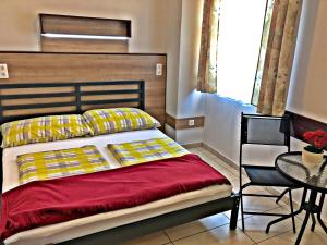 A bed or beds in a room at Süle Apartments & Rooms