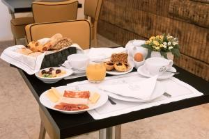 Breakfast options available to guests at Lisboa Prata Boutique Hotel