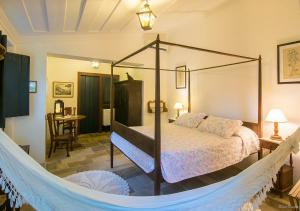 A bed or beds in a room at Pousada Pardieiro