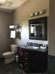 A bathroom at Wesbert Winery & Guest Suites