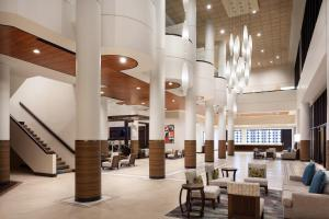 The lobby or reception area at Marriott Orlando Airport Lakeside