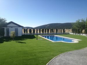 The swimming pool at or near El Rincon del Cerrillo
