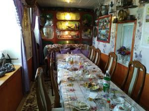 Um restaurante ou outro lugar para comer em ecotourism