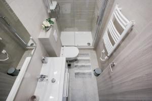 A bathroom at D&D Suites in Split Centre