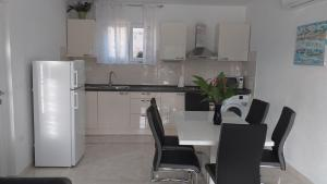 Kuchyňa alebo kuchynka v ubytovaní Apartment Zaklopatica