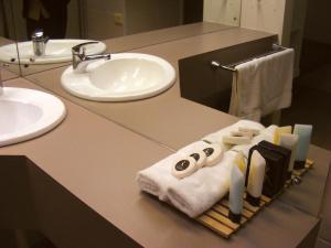 A bathroom at Rich River Golf Club Resort