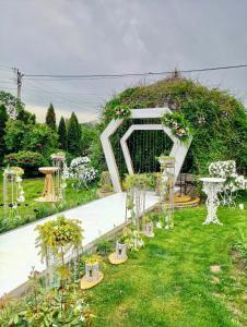 A garden outside Mіnі Gotel Pozitiv