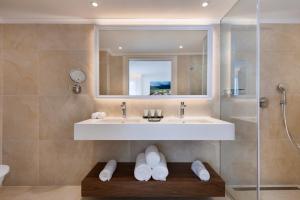 A bathroom at Milos Hotel Dead Sea
