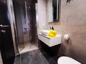 A bathroom at Yellow wish