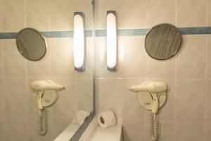 Uma casa de banho em Campanile Lisboa Sud - Setubal