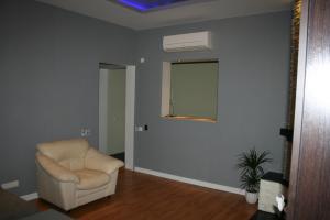 A seating area at Luksusa Apartamenti