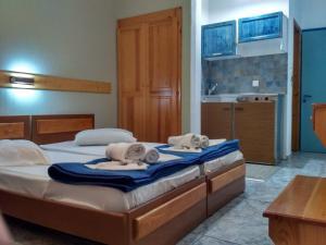 Ένα ή περισσότερα κρεβάτια σε δωμάτιο στο Ξενοδοχείο Λείβηθρα