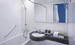 A bathroom at Courtyard by Marriott Tokyo Station