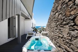 Πισίνα στο ή κοντά στο Riva Suites