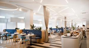 A restaurant or other place to eat at Valamar Carolina Hotel & Villas