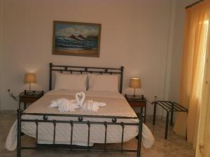 Ένα ή περισσότερα κρεβάτια σε δωμάτιο στο Flisvos House