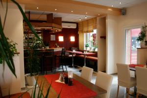 A restaurant or other place to eat at Hotel Falk