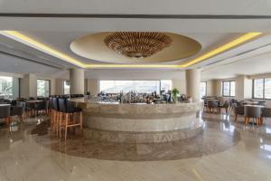 Restauracja lub miejsce do jedzenia w obiekcie Lindos Village Resort and Spa - Adults-Only