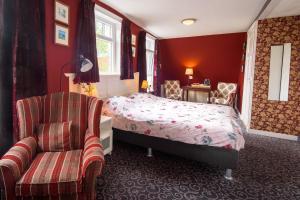 A bed or beds in a room at Hotel De Koegelwieck Terschelling