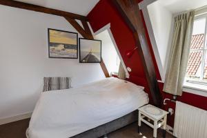 Een bed of bedden in een kamer bij Hotel De Koegelwieck Terschelling