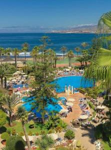 A view of the pool at H10 Las Palmeras or nearby