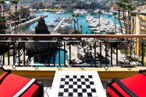 Vista de la piscina de 1BR Nautical Suite Sleep 4 in Cabo o alrededores