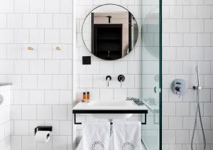 A bathroom at Langley Hôtel Tignes 2100