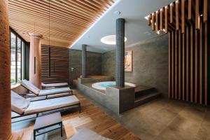 A bathroom at Hôtel De La Tour