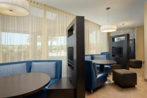 A seating area at Courtyard Houston NW/290 Corridor