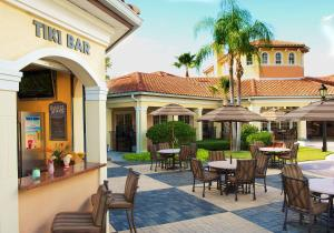 A restaurant or other place to eat at WorldQuest Orlando Resort