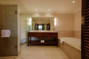 A bathroom at Asara Wine Estate & Hotel