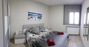 A bed or beds in a room at Apartamento Barajas. Aeropuerto/Ifema