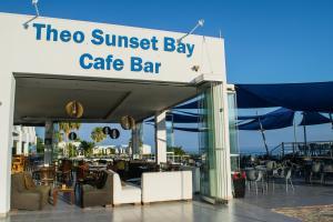 Ресторан / где поесть в Theo Sunset Bay Hotel