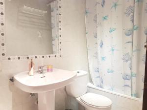 A bathroom at Pensión El Camarote
