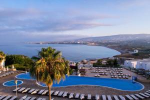 Вид на бассейн в Theo Sunset Bay Hotel или окрестностях