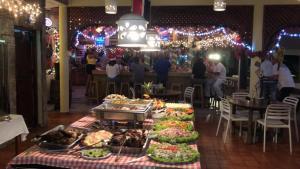Un restaurante o sitio para comer en Hotel Voramar
