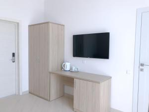 A television and/or entertainment centre at Sea shell hotel